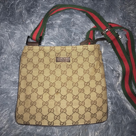 aac8f829dc4 Gucci Handbags - Gucci Canvas Crossbody Bag w  Red   Green Strap